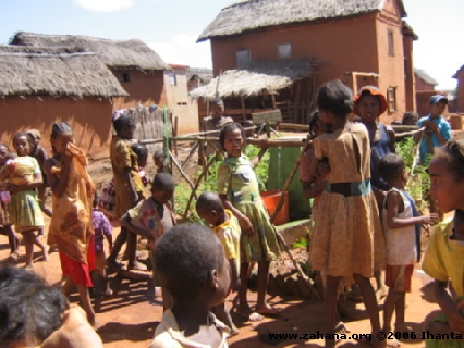 water faucet and kids in Madagascar
