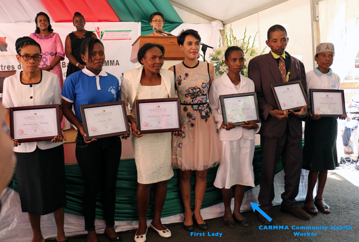 Presneting their Certificates of excellence with the first lady
