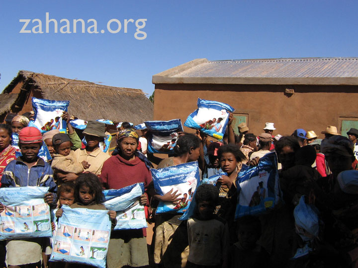 Disrtibuting mosquito nets in the village of Fiarenana i Madagascar