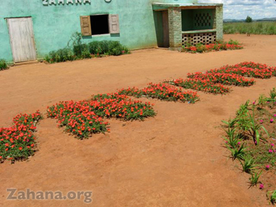 Flowerbeds embellish the school in Fiarenana, Madagascar – Zahana.org
