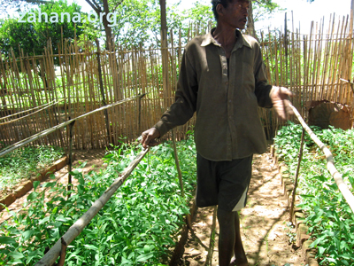 Fiarenana's gardener with his new seedlings in Madagacar. Zahana.org