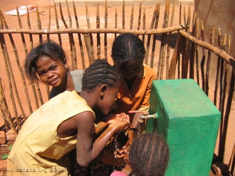 green water fuacet with children drinking in Fiadanana Madagascar